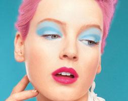 розовые волосы макияж