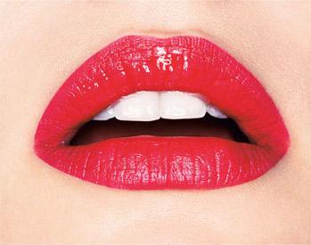 яркие блестящие губы
