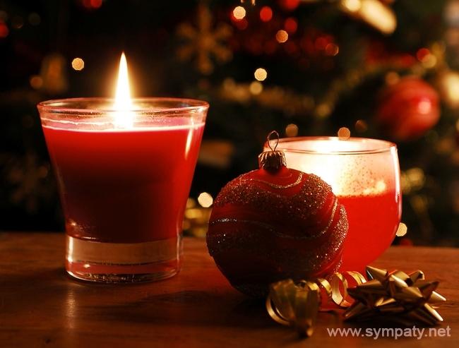 На Рождество принято зажигать большое количество свечей, огней или камин