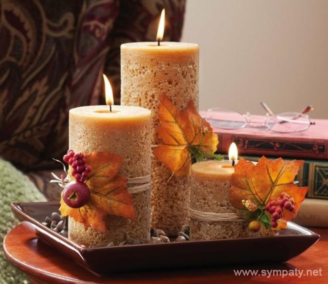 В холодный зимний вечер горящие свечи поднимают настроение