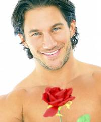 Почему мужчины дарят женщинам цветы