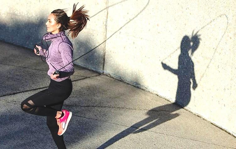 скипинг скакалка девушка прыгает похудение