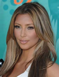 Ким Карандашиан: светлые пряди на темных волосах