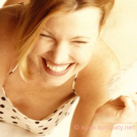 Как научиться красиво смеяться?