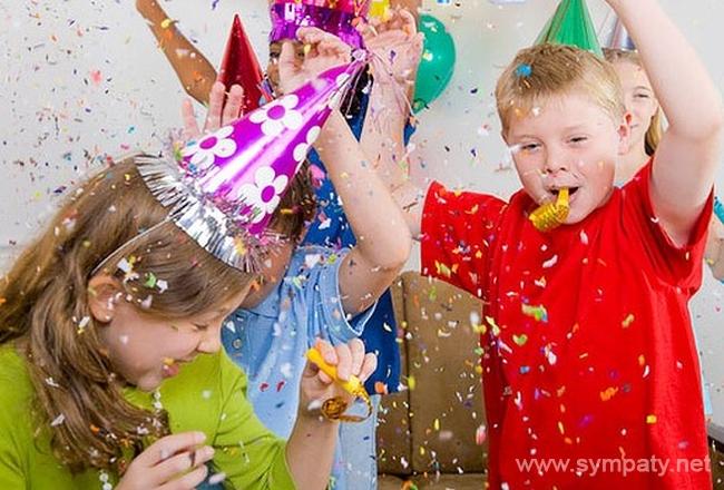 Устроить детский Новый год можно, вооружившись подручными предметами и фантазией