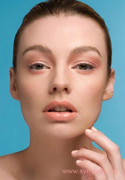 Тотальный персиковый макияж