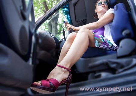 водить на каблуках