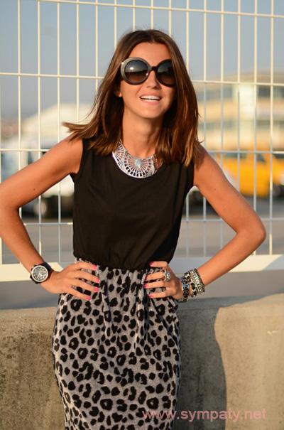 леопардовая юбка миди черный топ