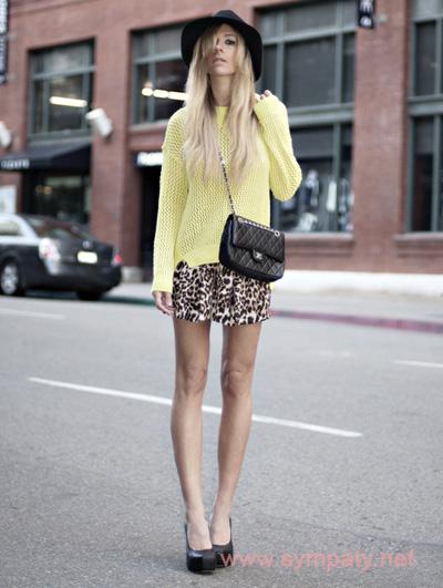 леопардовая мини юбка в городском стиле