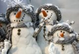 1 января - прекрасное время для прогулок, игры в снежки и фотосессии со снеговиками