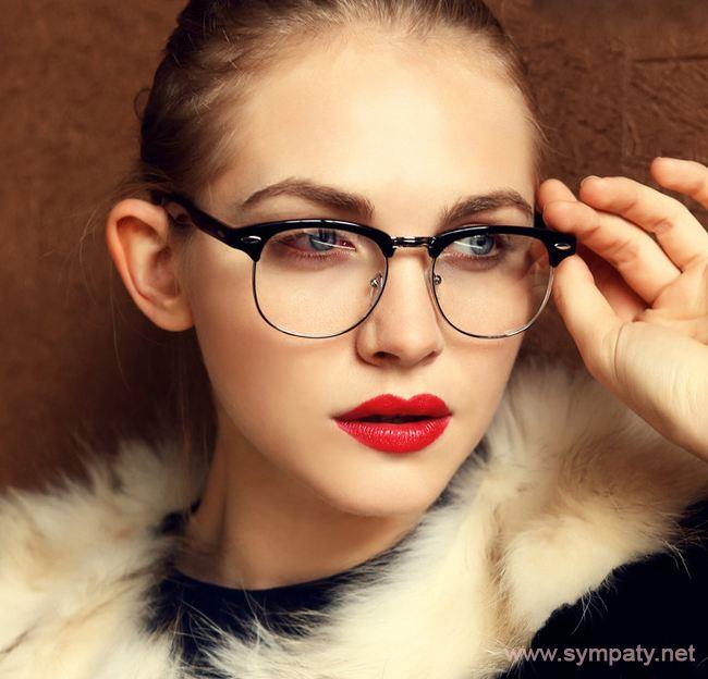 Умело подобранные очки могут стать дополнением образа и стильным аксессуаром
