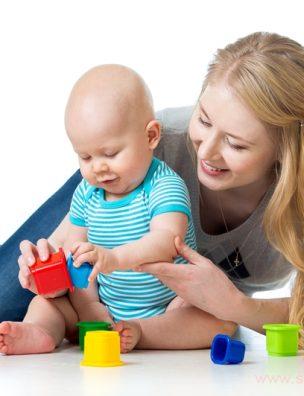 Фундаментом развития любого малыша является его общение с мамой