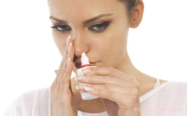 При хроническом насморке эффективно промывать нос солевым раствором
