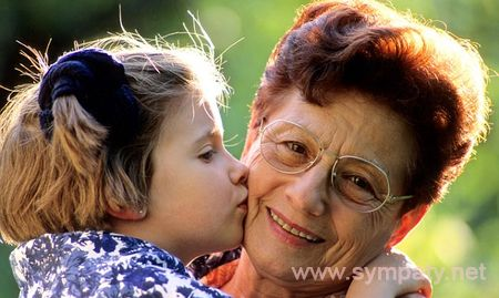 ребенка воспитывает бабушка