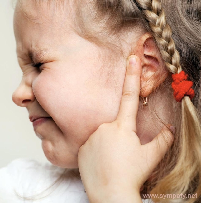 болит ушко у ребенка