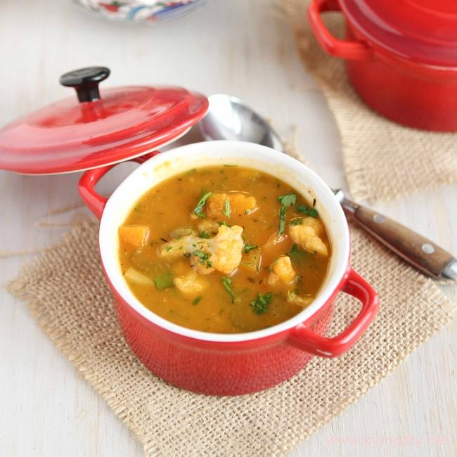 Зимние супы - прекрасная возможность согреться, насытить организм полезными веществами и не набрать лишнего веса