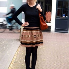 с чем носить трикотажную юбку