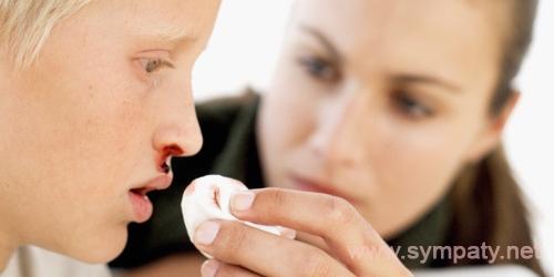 у ребенка часто идет кровь носом причины