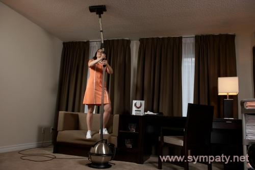 чем помыть натяжной потолок без разводов