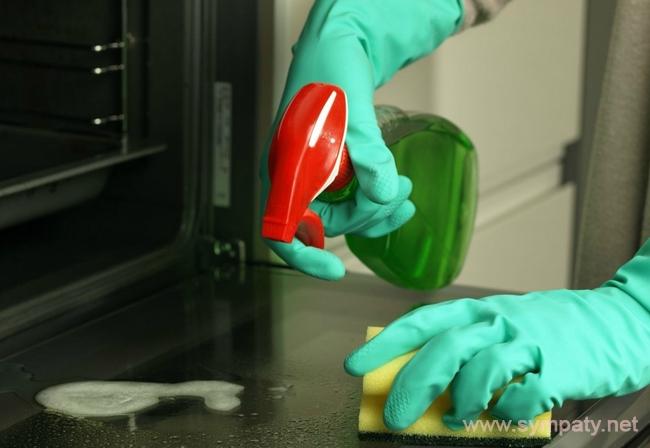 отмыть духовку от пригоревшего жира