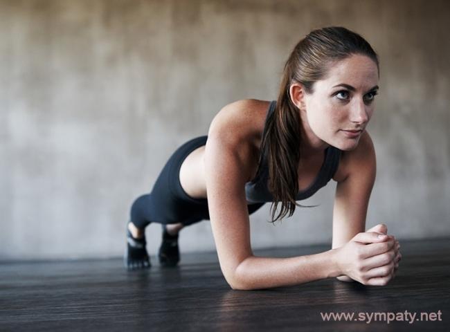 Планка способствует сжиганию жировой массы и накапливанию мышечной