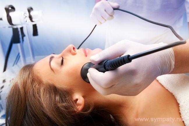 Дезинкрустация лица представляет собой разновидность аппаратной чистки