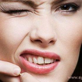 Комедонами называют воспаленные сальные пробки, скопившиеся в порах на лице