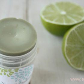 Для приятного запаха в дезодорант можно добавить несколько капель эфирного масла