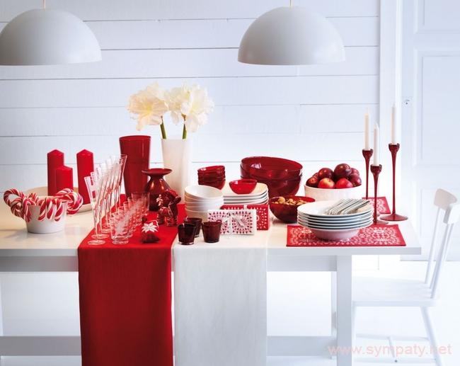 В интерьере можно сделать упор на традиционные новогодние и рождественские расцветки