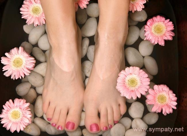 Домашние ванночки способны устранить практически любую проблему с ногами