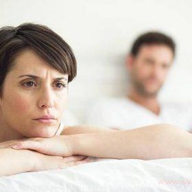 В такой ситуации важно сохранить брак и общаться с подругой, дистанцировав ее от семьи