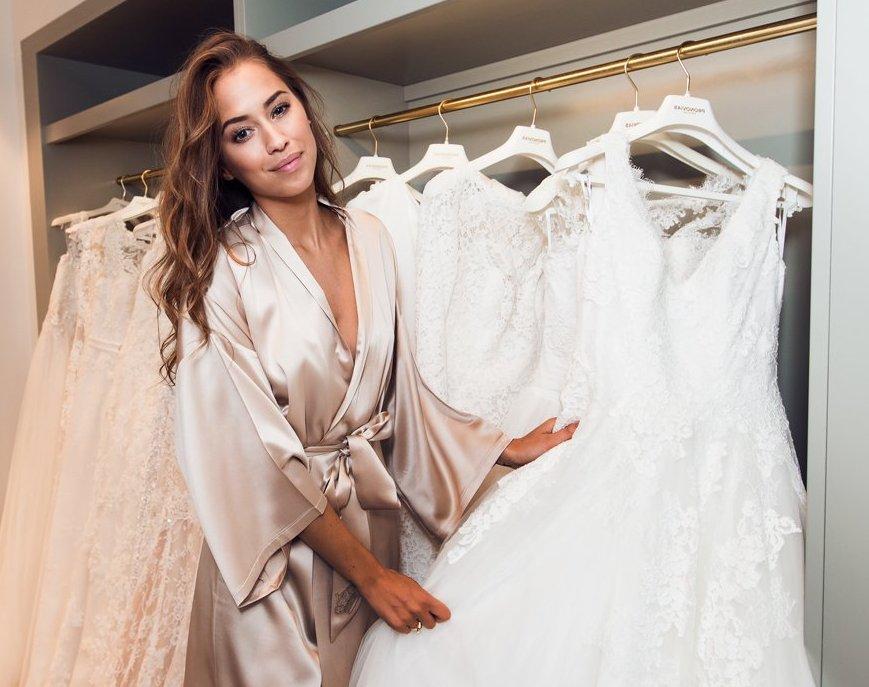 Как правильно подобрать короткое свадебное платье