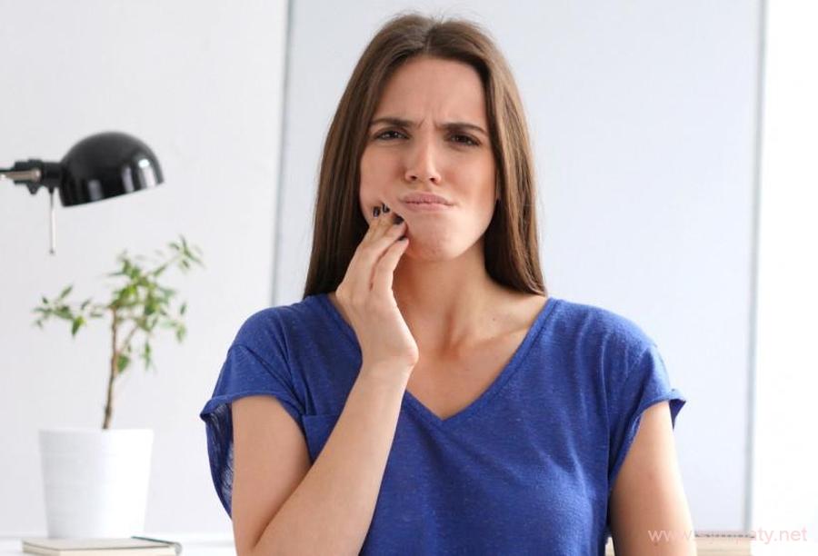почему болят зубы после отбеливания