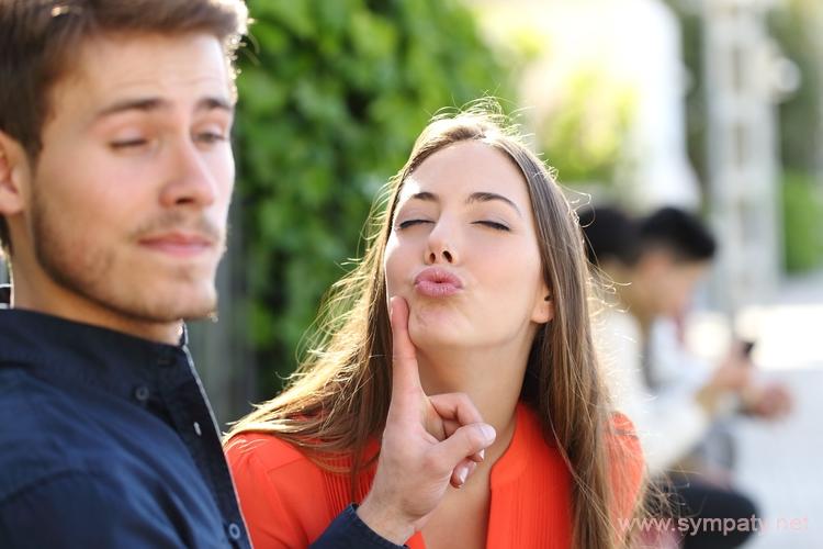 Мужчина не любит целоваться в губы – почему что делать